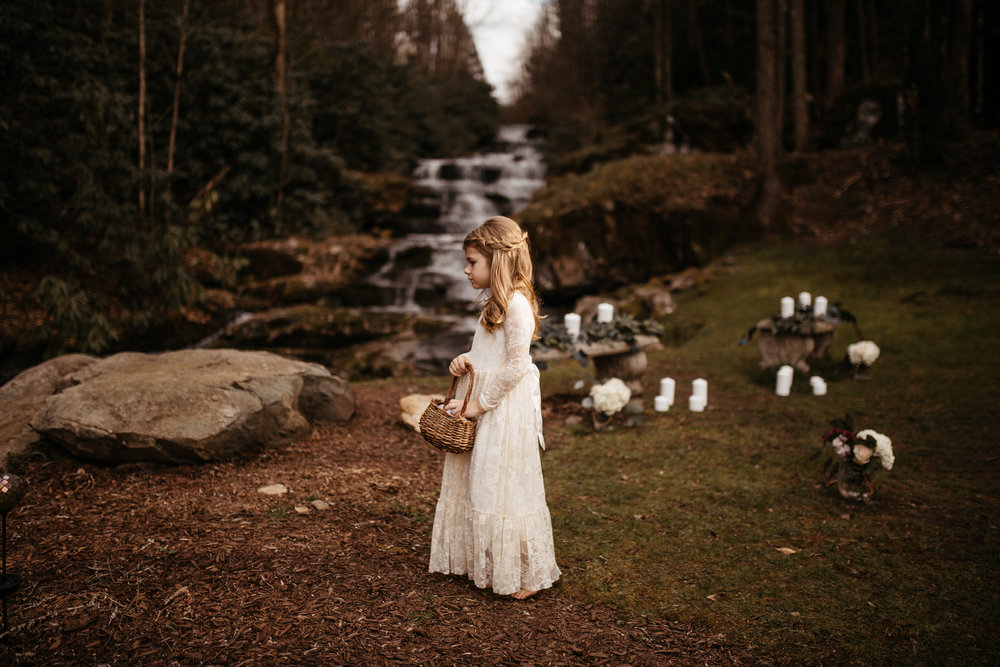memphis-gatlinburg-tennessee-wedding-photographer-the-hatches-utah-colorado-washington-arizona-oregon-yosemite-national-park-elopement-adventure-emotional-journalistic-bohemian-florals-minimalistic-woodland-waterfall
