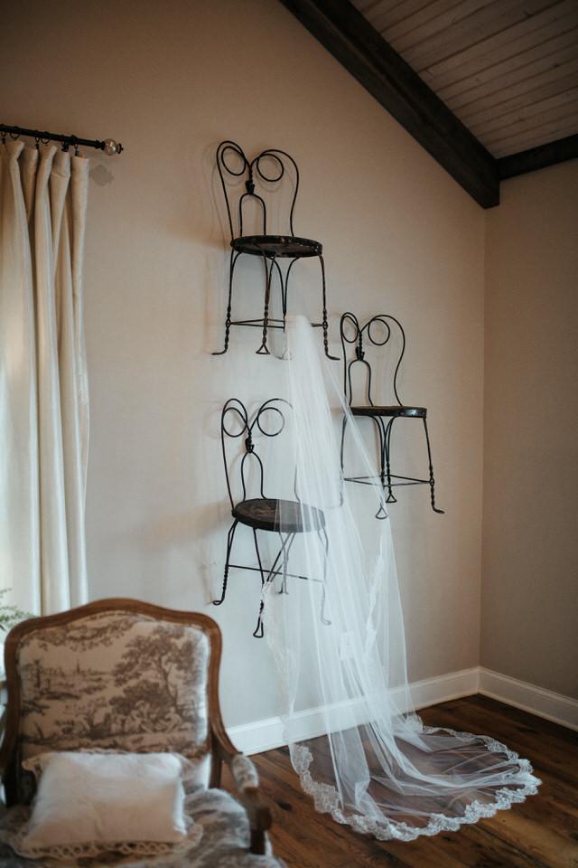 rainy-bohemain-whimsical-wedding-mint-springs-farm-nashville-tennessee-elopement-photographers