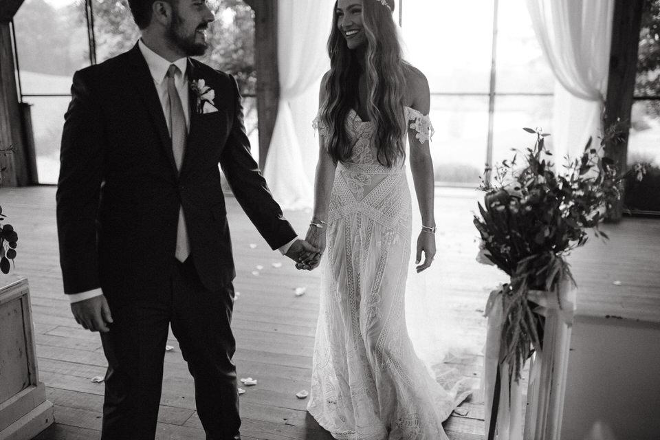 rainy-bohemian-whimsical-wedding-mint-springs-farm-nashville-tennessee-elopement-photographers