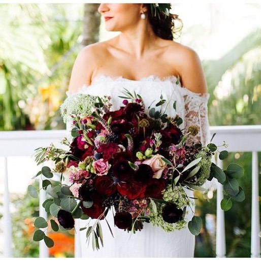 Venue| @hemingwayhomeweddings  Floral Design | @duartefloraldesign  Wedding Planner| @destinationweddingstudio  Rental| @eventfullyyoursrentals @photography| @alyssamorganphotography ——————————————————#weddingdress  #weddinghair  #weddingphotography  #weddingdresses  #weddingflowers #bridalbouquet #bride #destinationwedding #duartefloraldesign #hemingwayhouse
