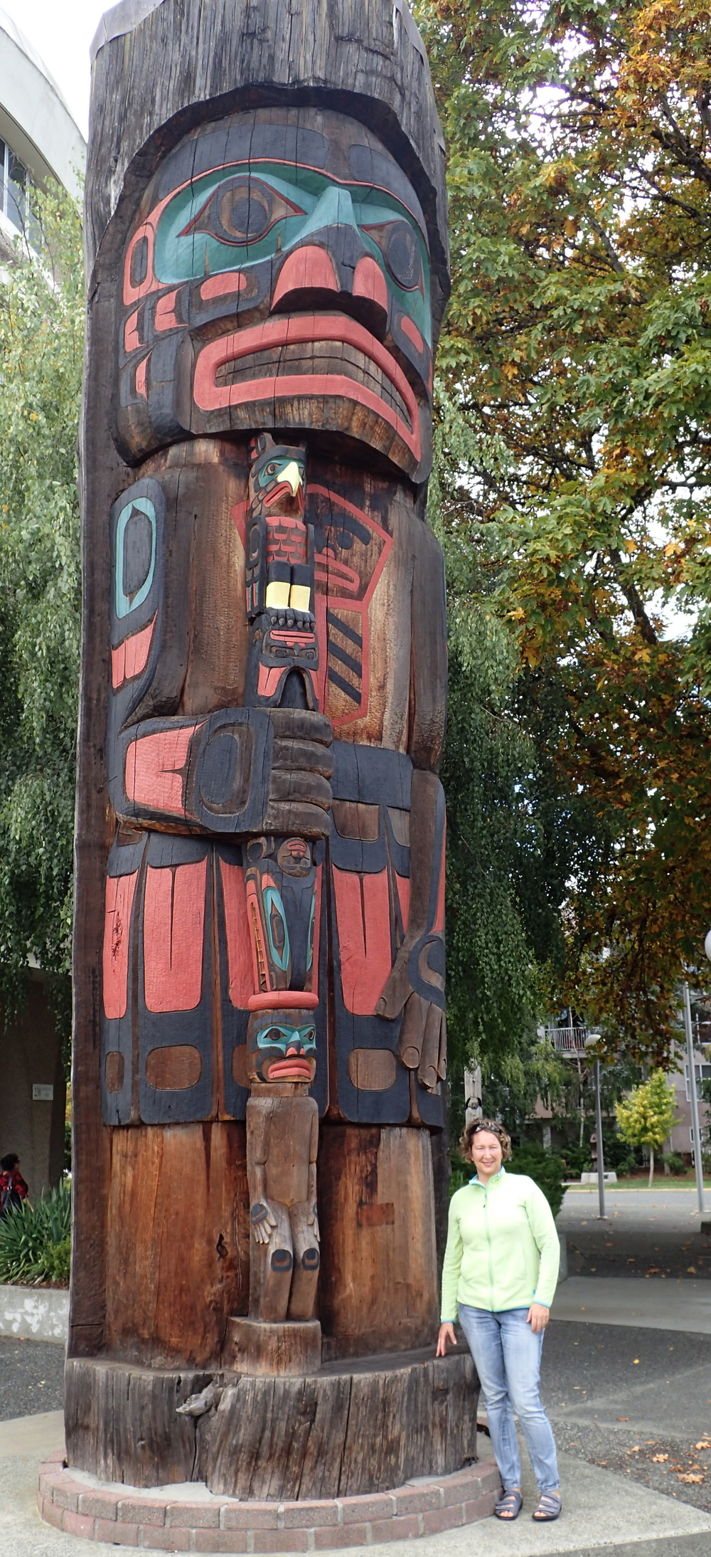 You can see the scale of the totem compared to my size.  This is definitely the widest totem I've ever seen.  I love it!  Thank you Richard for carving a masterpiece!