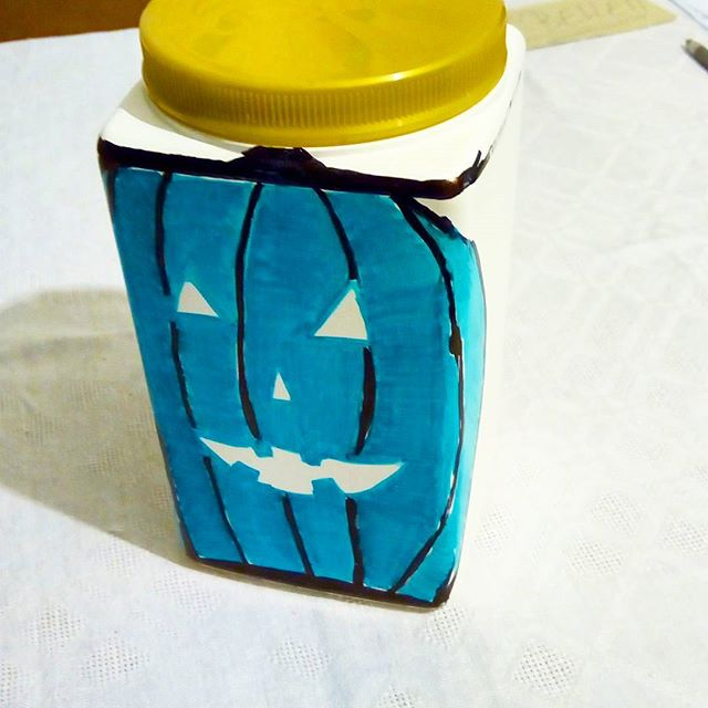 I totally had my pumpkin done in time 🎉 . Turns out drawing on a plastic container's way harder than it seems. Still I feel like my teal pumpkin looks quite nice 😍 . Have you heard of the teal pumpkin project? Putting a teal pumpkin at the door means you've got allergen-friendly treats for trick-or-treaters. I made mine from an empty protein powder container with an led tealight in it.  It looks quite nice lit!