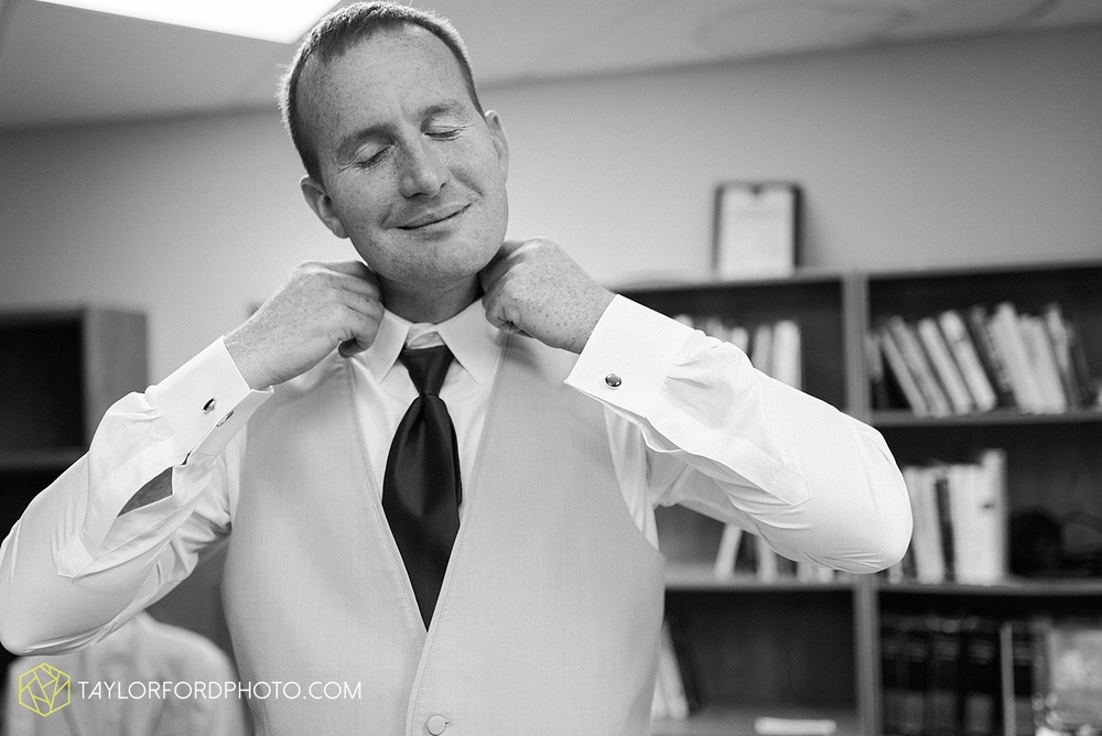 carmel_indiana_wedding_photography_taylor_ford_0698.jpg