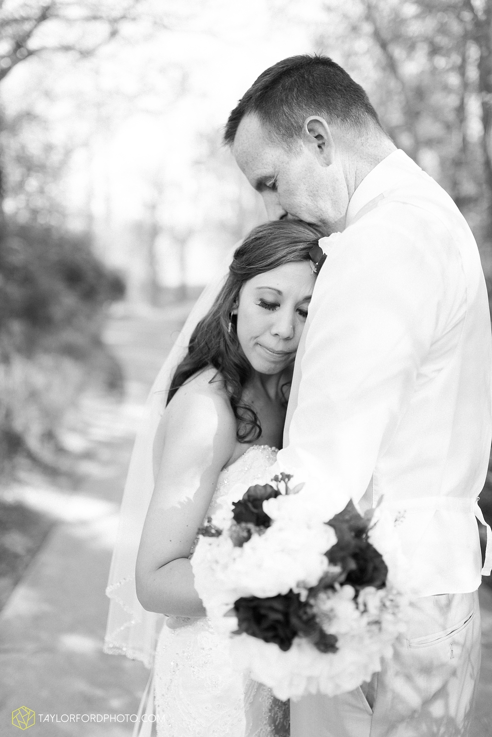 carmel_indiana_wedding_photography_taylor_ford_0720.jpg