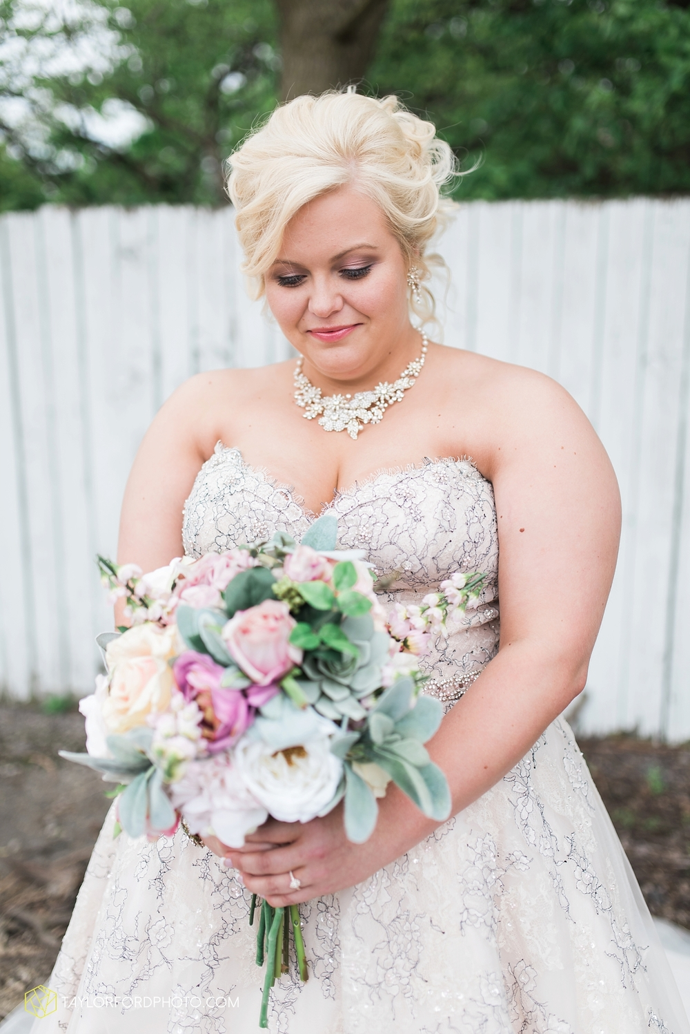 van_wert_ohio_wedding_photographer_taylor_ford_1225.jpg
