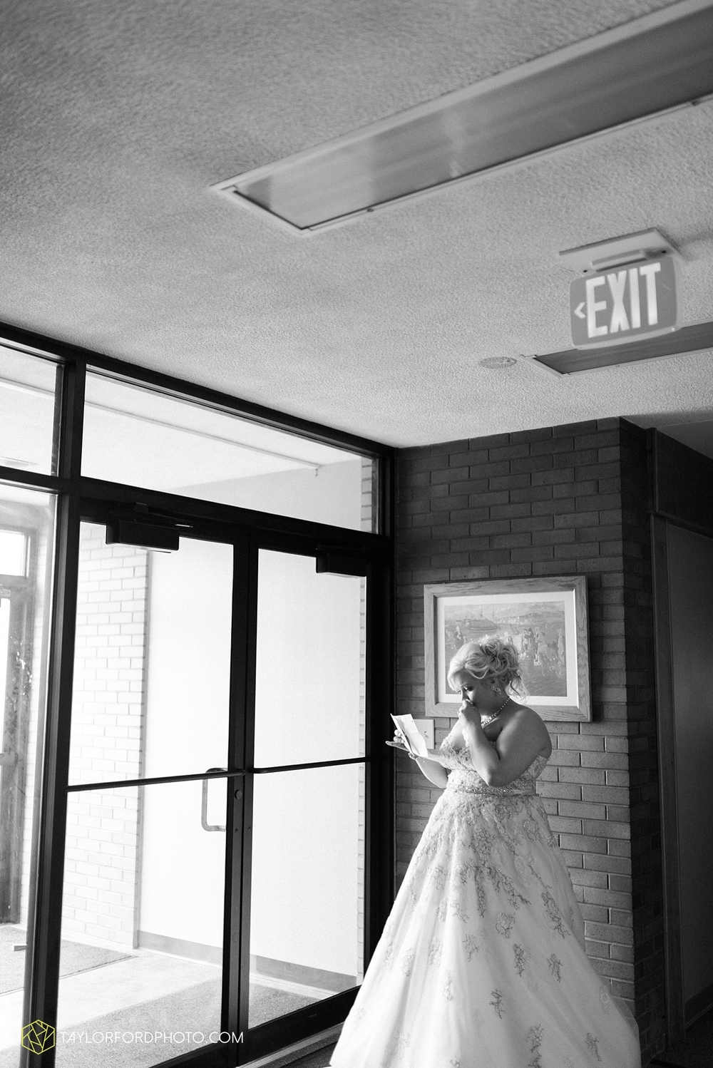 van_wert_ohio_wedding_photographer_taylor_ford_1231.jpg
