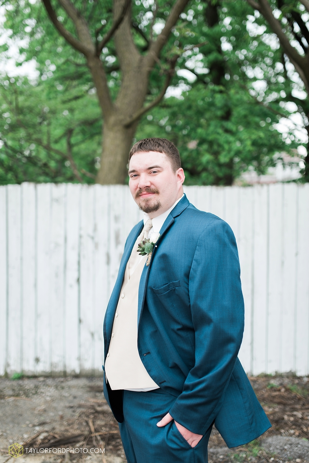 van_wert_ohio_wedding_photographer_taylor_ford_1236.jpg