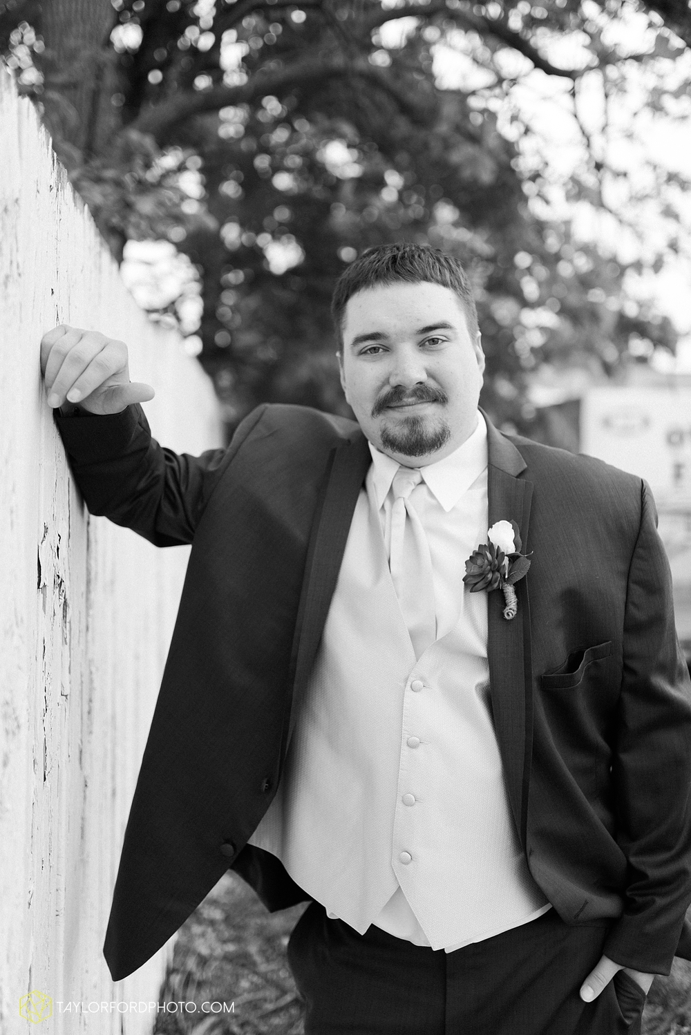 van_wert_ohio_wedding_photographer_taylor_ford_1237.jpg