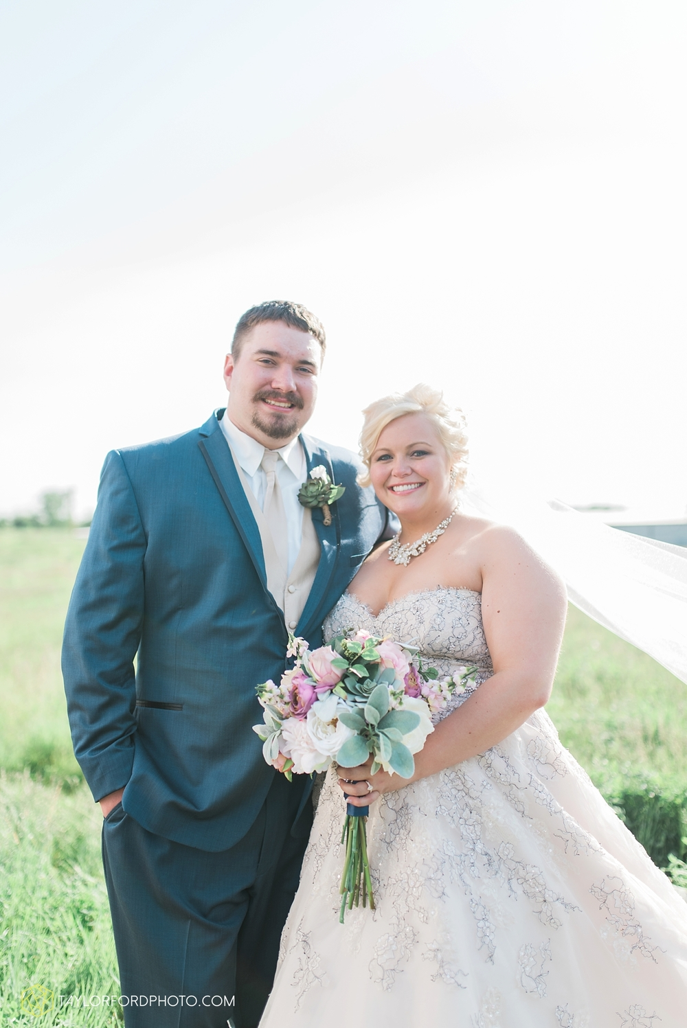 van_wert_ohio_wedding_photographer_taylor_ford_1292.jpg