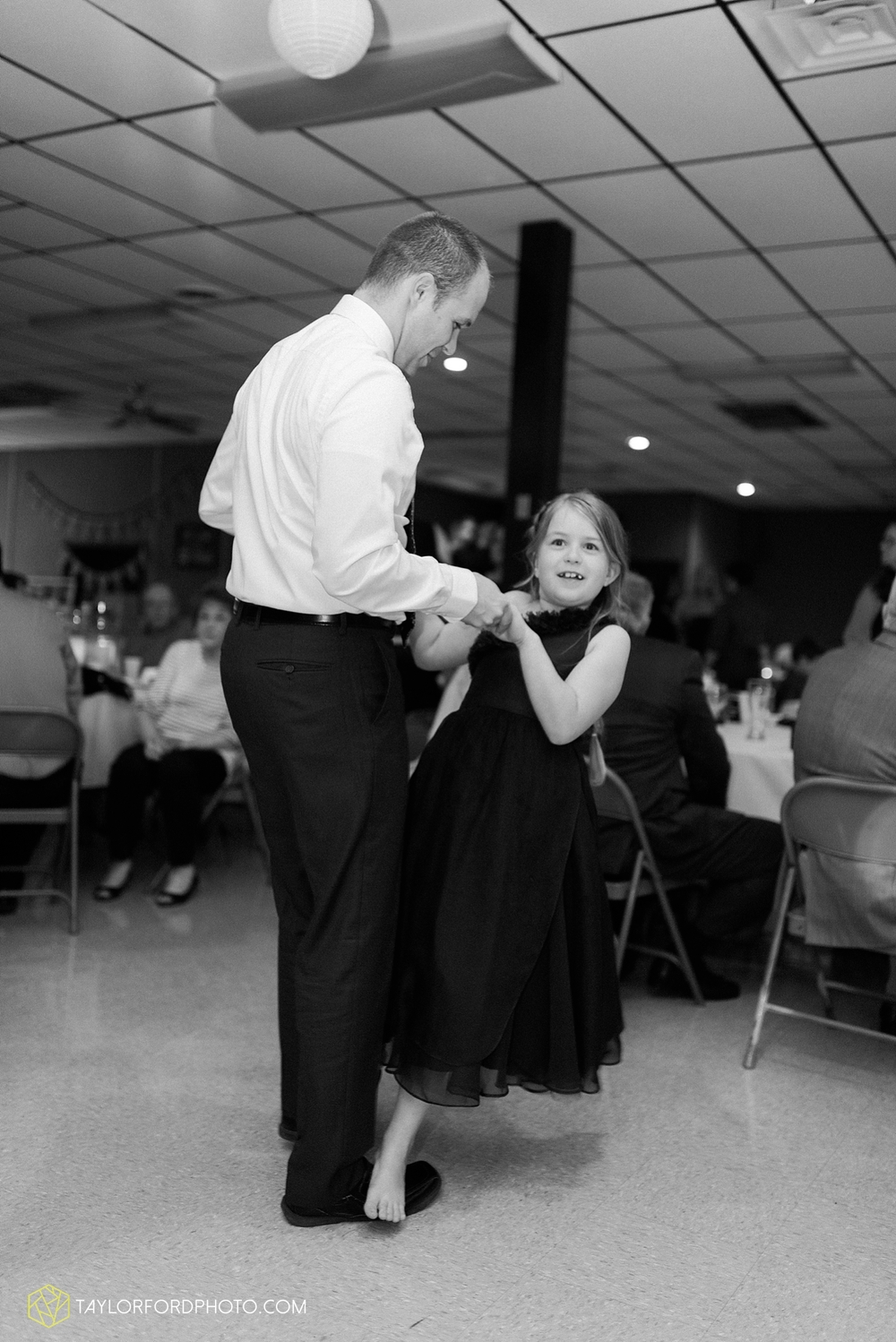 van_wert_ohio_wedding_photographer_taylor_ford_1308.jpg