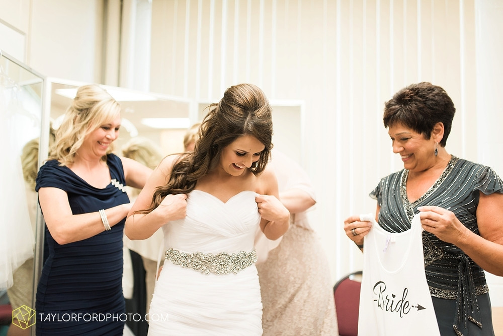fort_wayne_indiana_wedding_photographer_taylor_ford_ipfw_ballroom_1553.jpg
