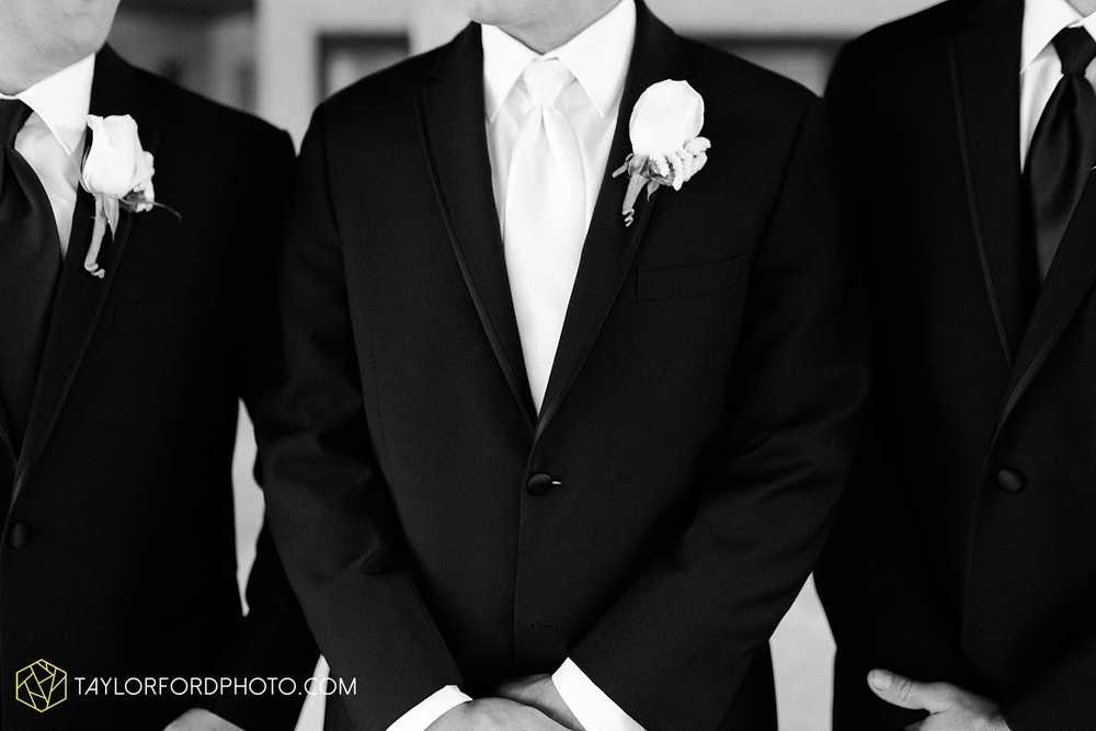 fort_wayne_indiana_wedding_photographer_taylor_ford_ipfw_ballroom_1574.jpg