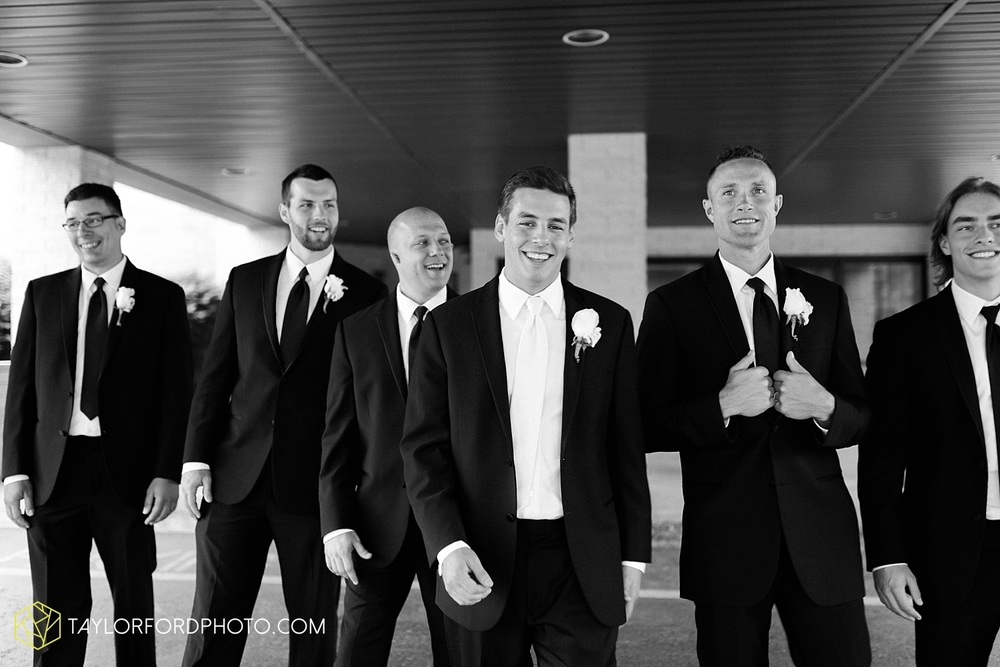 fort_wayne_indiana_wedding_photographer_taylor_ford_ipfw_ballroom_1576.jpg