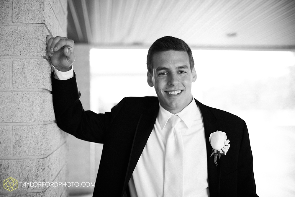 fort_wayne_indiana_wedding_photographer_taylor_ford_ipfw_ballroom_1579.jpg