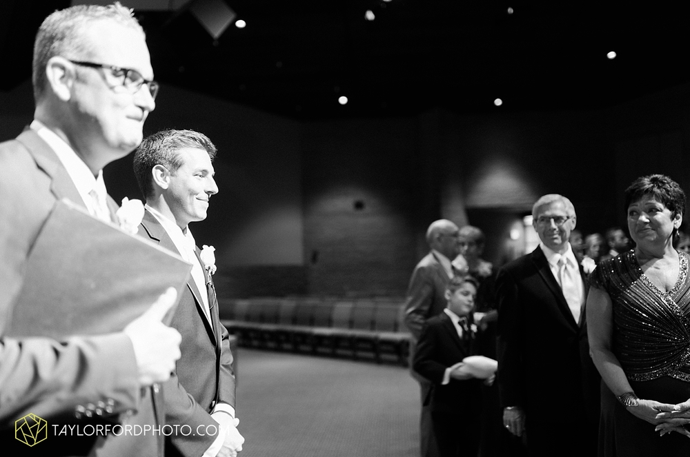 fort_wayne_indiana_wedding_photographer_taylor_ford_ipfw_ballroom_1600.jpg