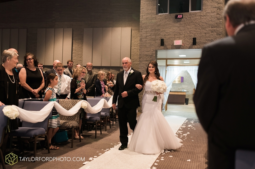 fort_wayne_indiana_wedding_photographer_taylor_ford_ipfw_ballroom_1601.jpg