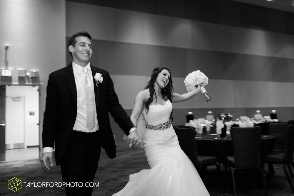 fort_wayne_indiana_wedding_photographer_taylor_ford_ipfw_ballroom_1643.jpg