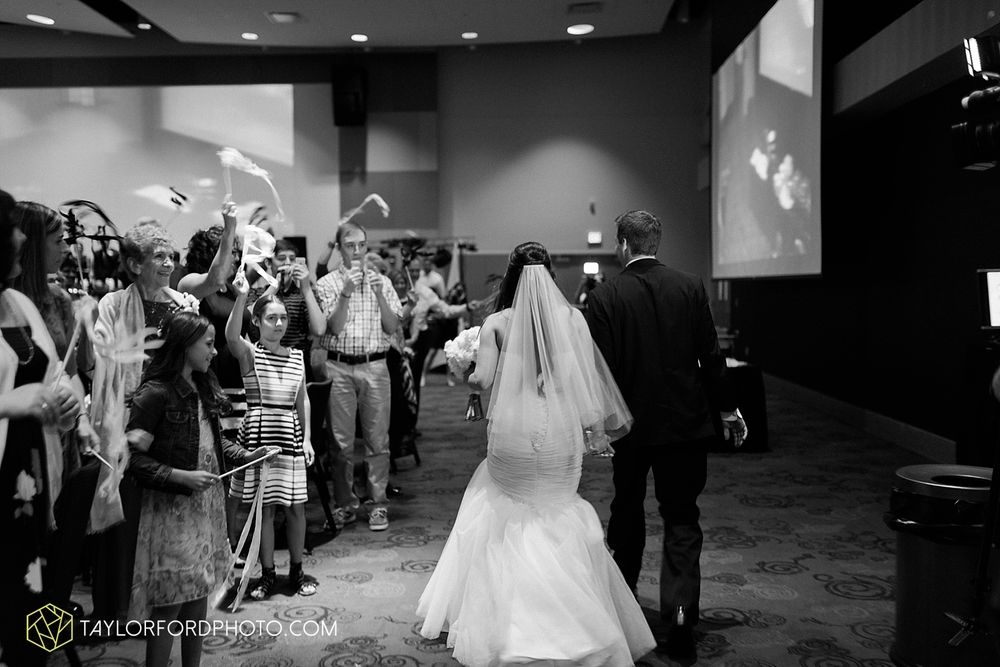 fort_wayne_indiana_wedding_photographer_taylor_ford_ipfw_ballroom_1644.jpg