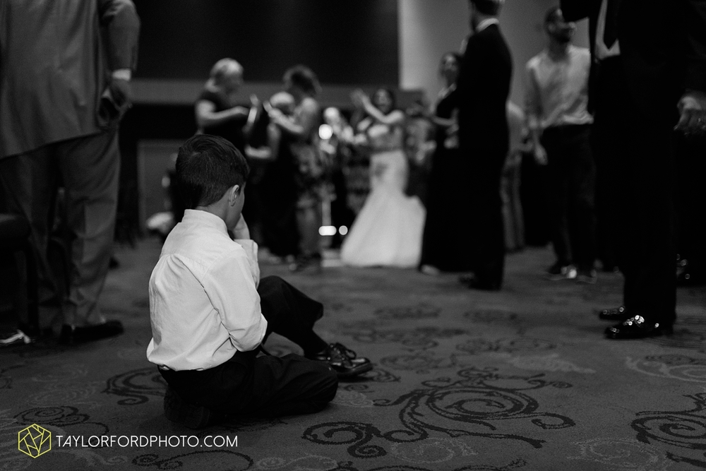 fort_wayne_indiana_wedding_photographer_taylor_ford_ipfw_ballroom_1649.jpg