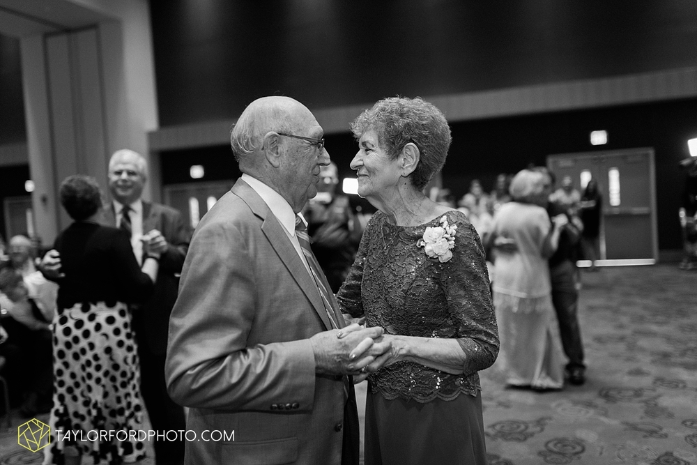 fort_wayne_indiana_wedding_photographer_taylor_ford_ipfw_ballroom_1648.jpg