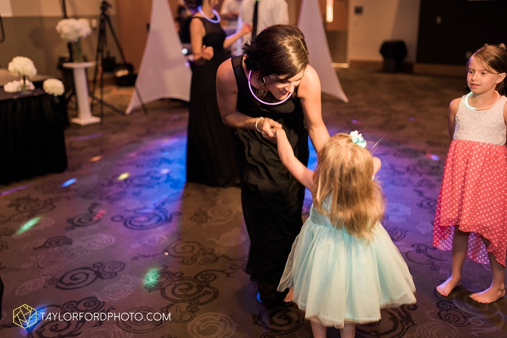 fort_wayne_indiana_wedding_photographer_taylor_ford_ipfw_ballroom_1650.jpg