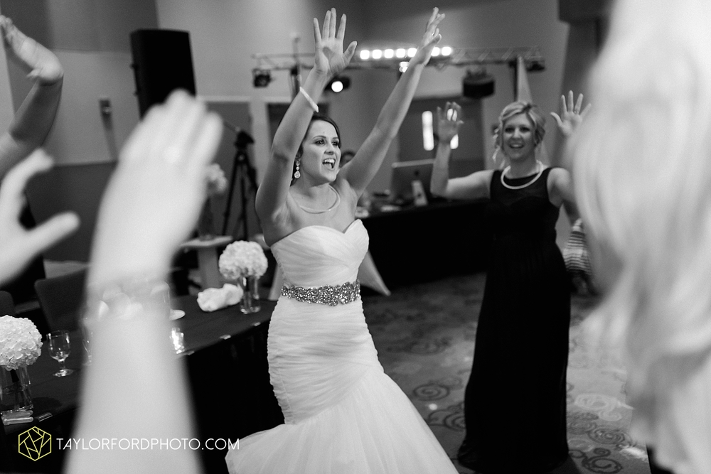 fort_wayne_indiana_wedding_photographer_taylor_ford_ipfw_ballroom_1652.jpg