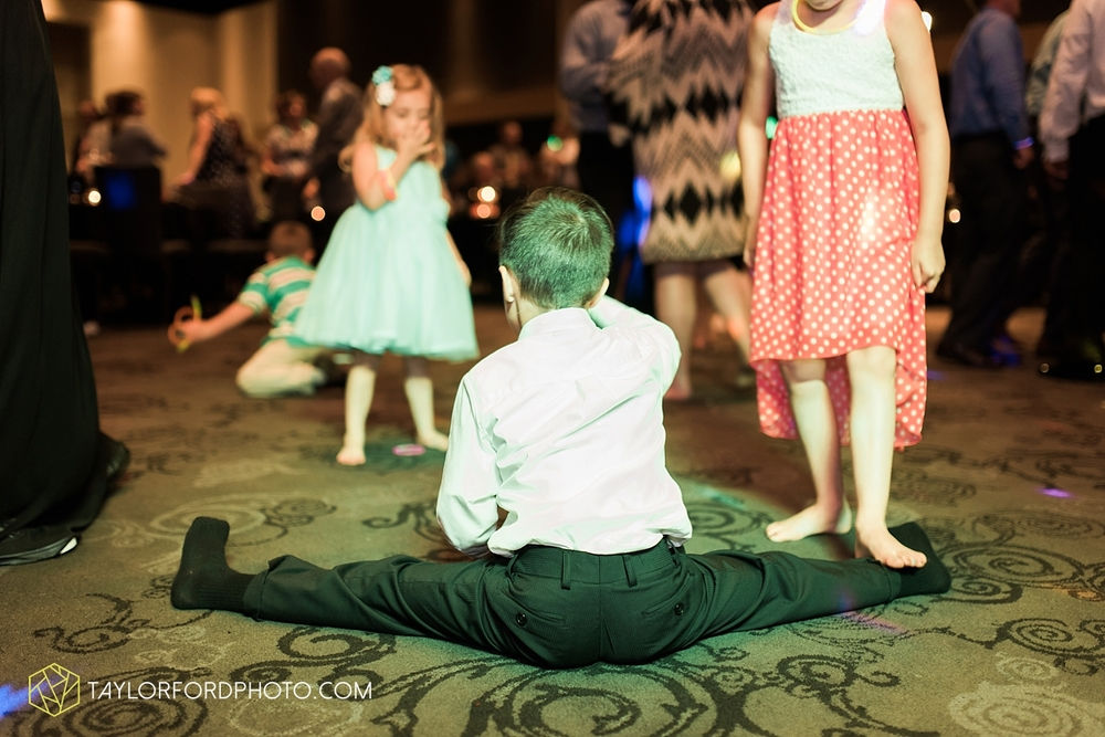 fort_wayne_indiana_wedding_photographer_taylor_ford_ipfw_ballroom_1654.jpg