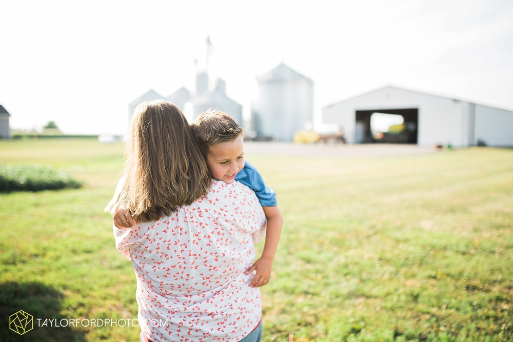 van_wert_ohio_farm_family_photographer_taylor_ford_wedding_1845.jpg