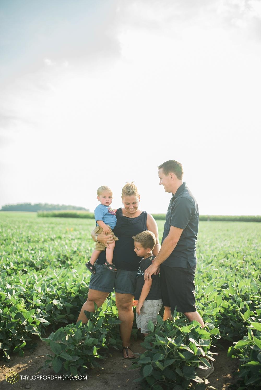 van_wert_ohio_farm_family_photographer_taylor_ford_wedding_1852.jpg