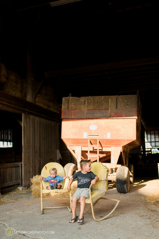 van_wert_ohio_farm_family_photographer_taylor_ford_wedding_1856.jpg