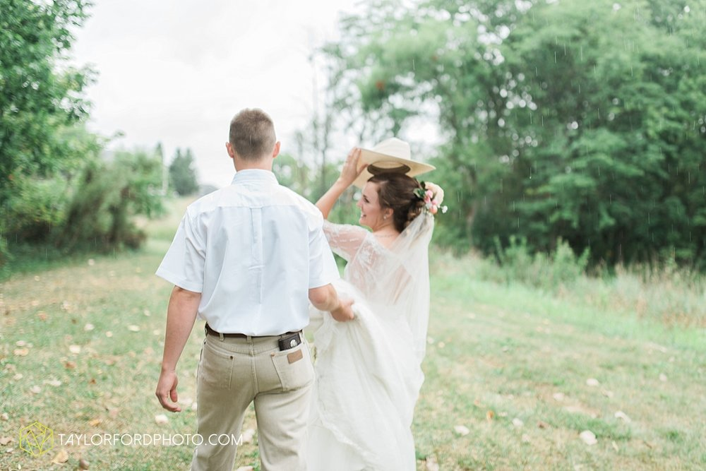 fort_wayne_indiana_wedding_photographer_taylor_ford_marian_hills_farm_0209.jpg