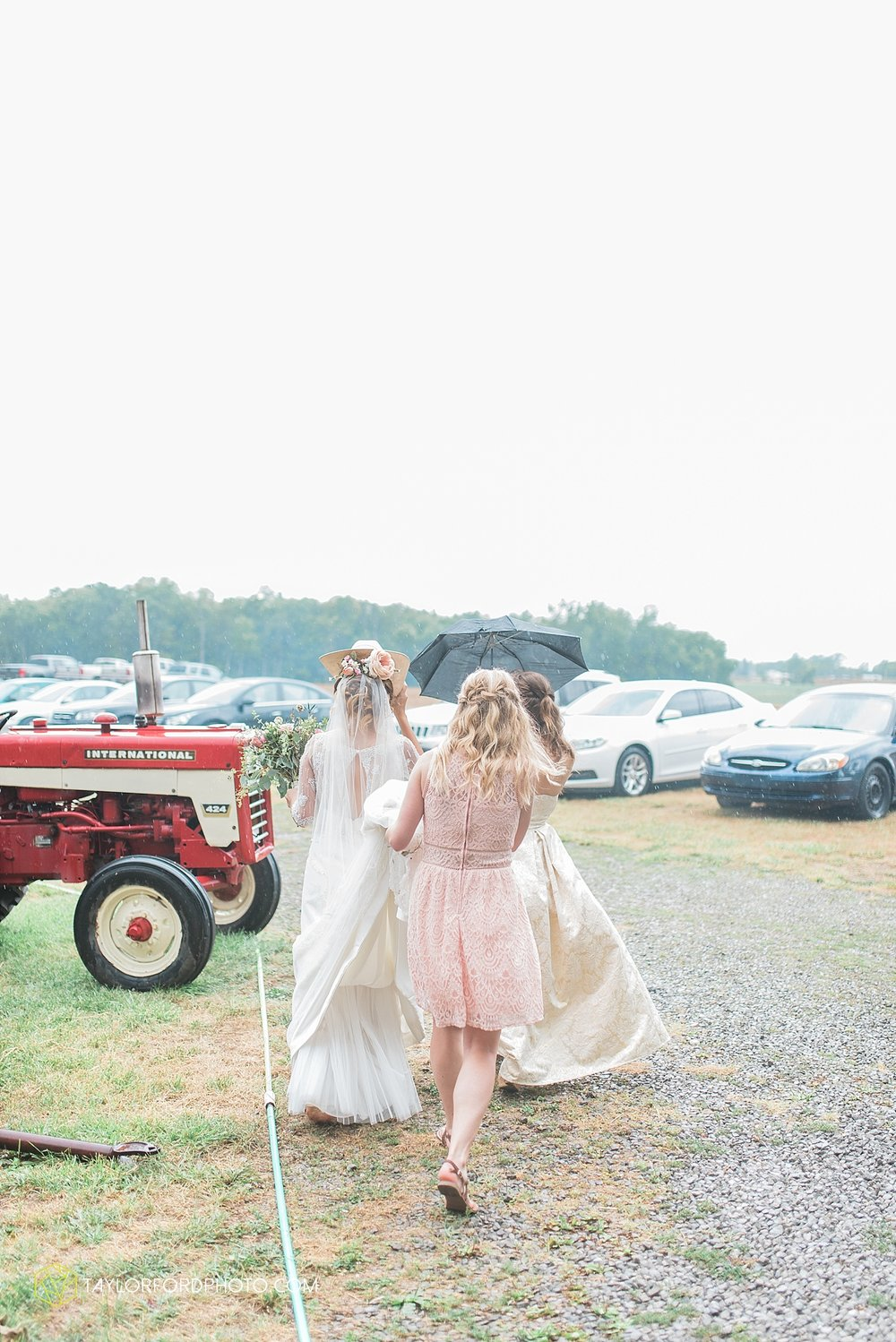 fort_wayne_indiana_wedding_photographer_taylor_ford_marian_hills_farm_0224.jpg