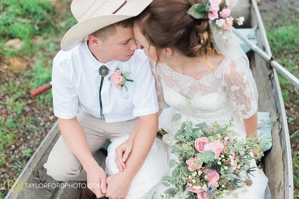 fort_wayne_indiana_wedding_photographer_taylor_ford_marian_hills_farm_0289.jpg