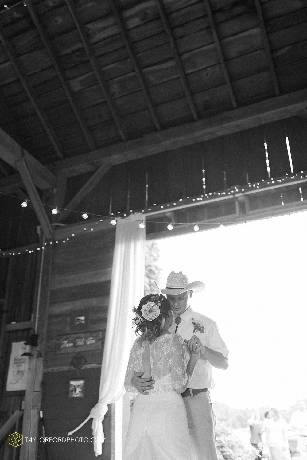 fort_wayne_indiana_wedding_photographer_taylor_ford_marian_hills_farm_0309.jpg