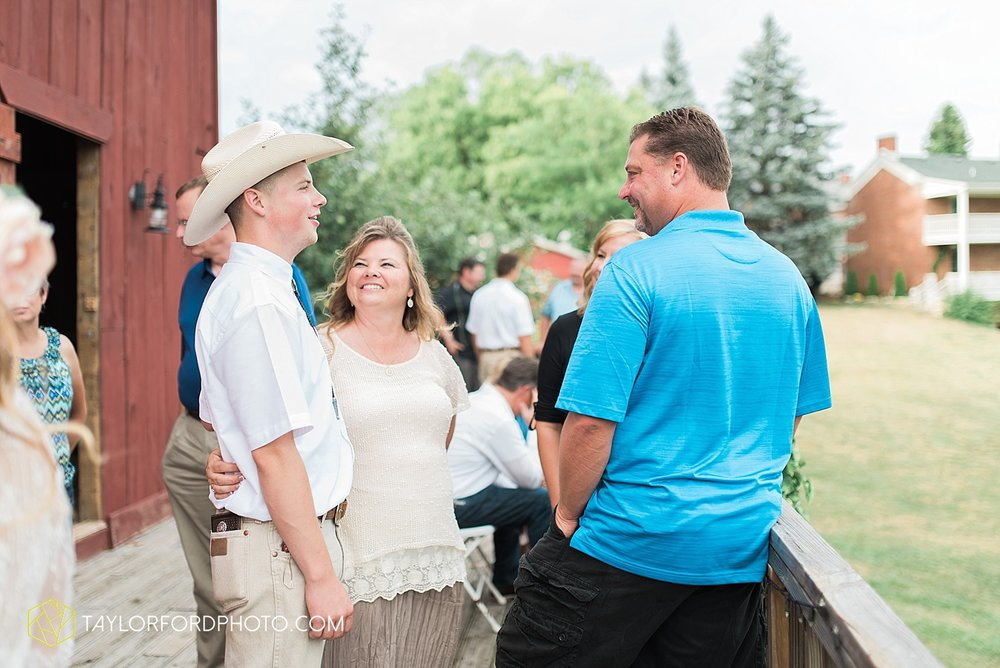 fort_wayne_indiana_wedding_photographer_taylor_ford_marian_hills_farm_0313.jpg