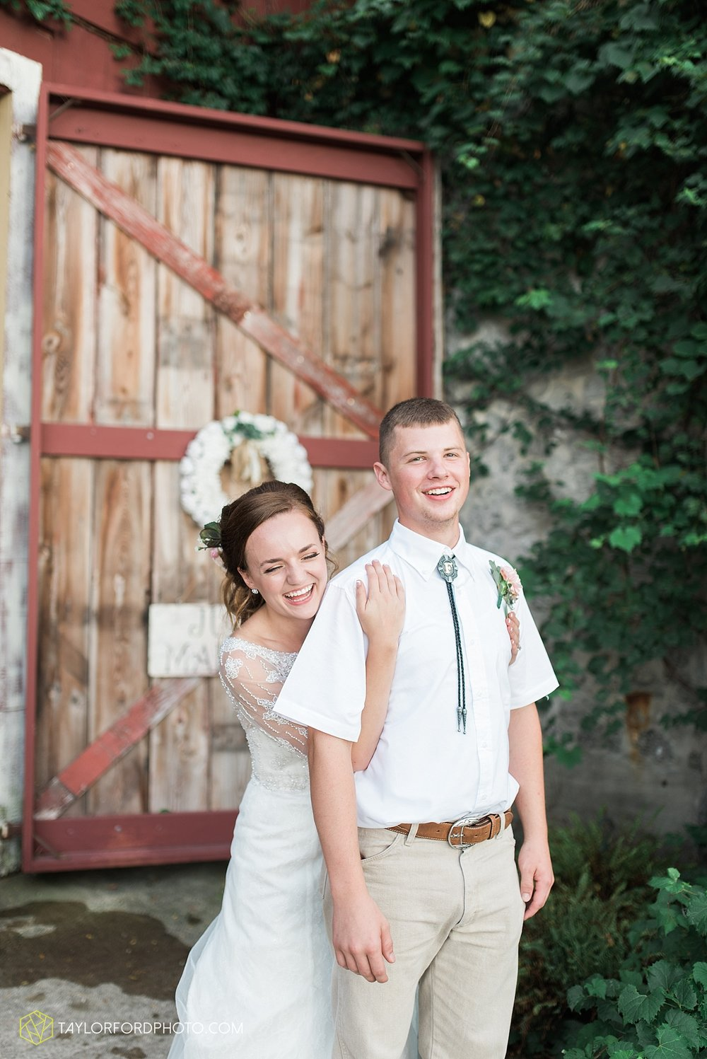 fort_wayne_indiana_wedding_photographer_taylor_ford_marian_hills_farm_0316.jpg