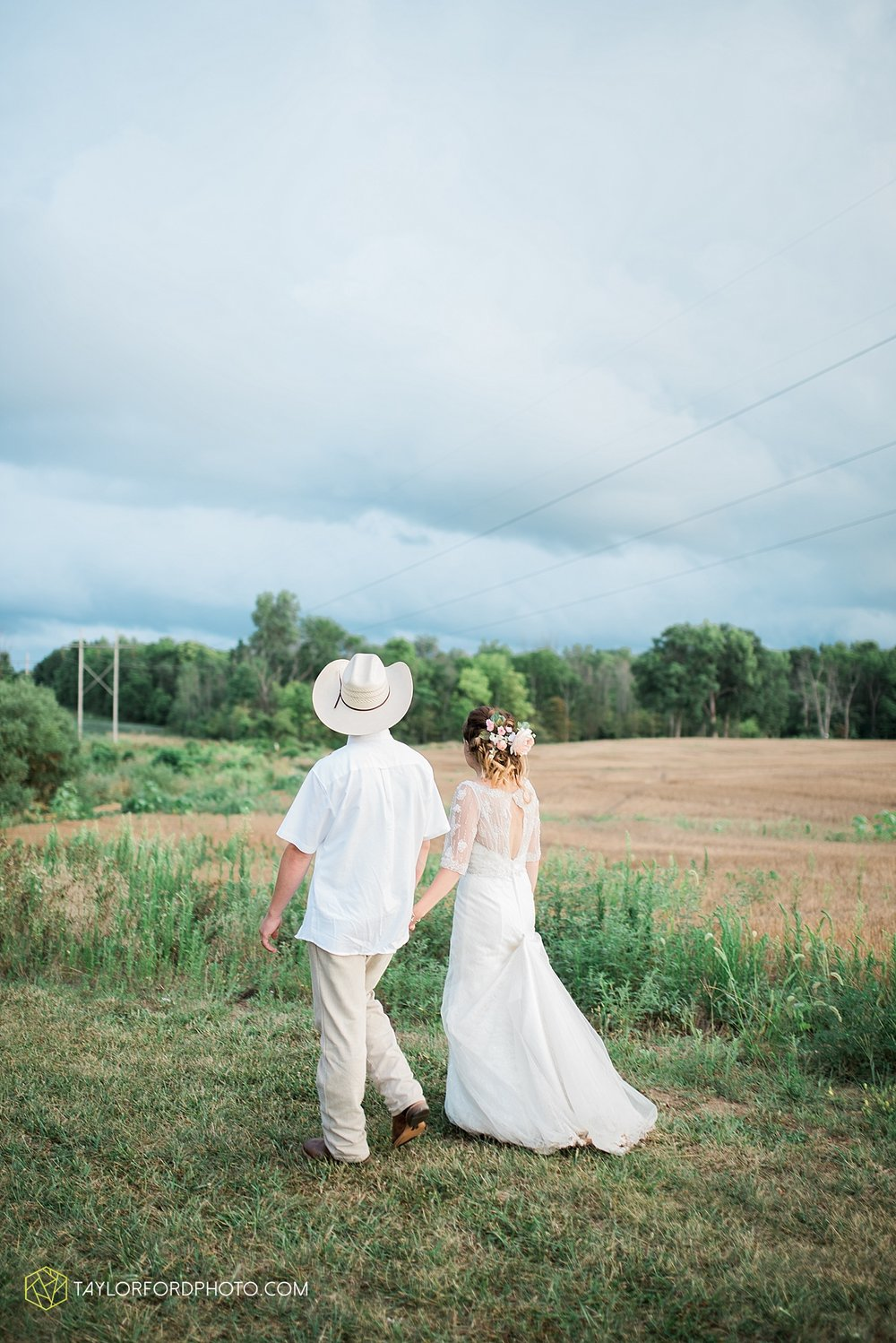 fort_wayne_indiana_wedding_photographer_taylor_ford_marian_hills_farm_0317.jpg