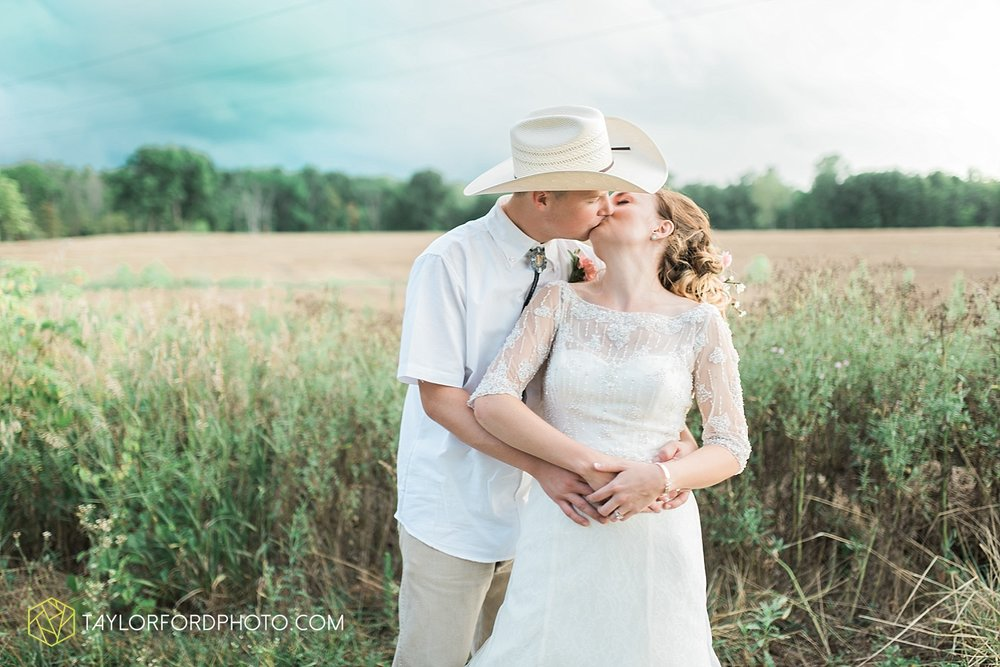 fort_wayne_indiana_wedding_photographer_taylor_ford_marian_hills_farm_0319.jpg