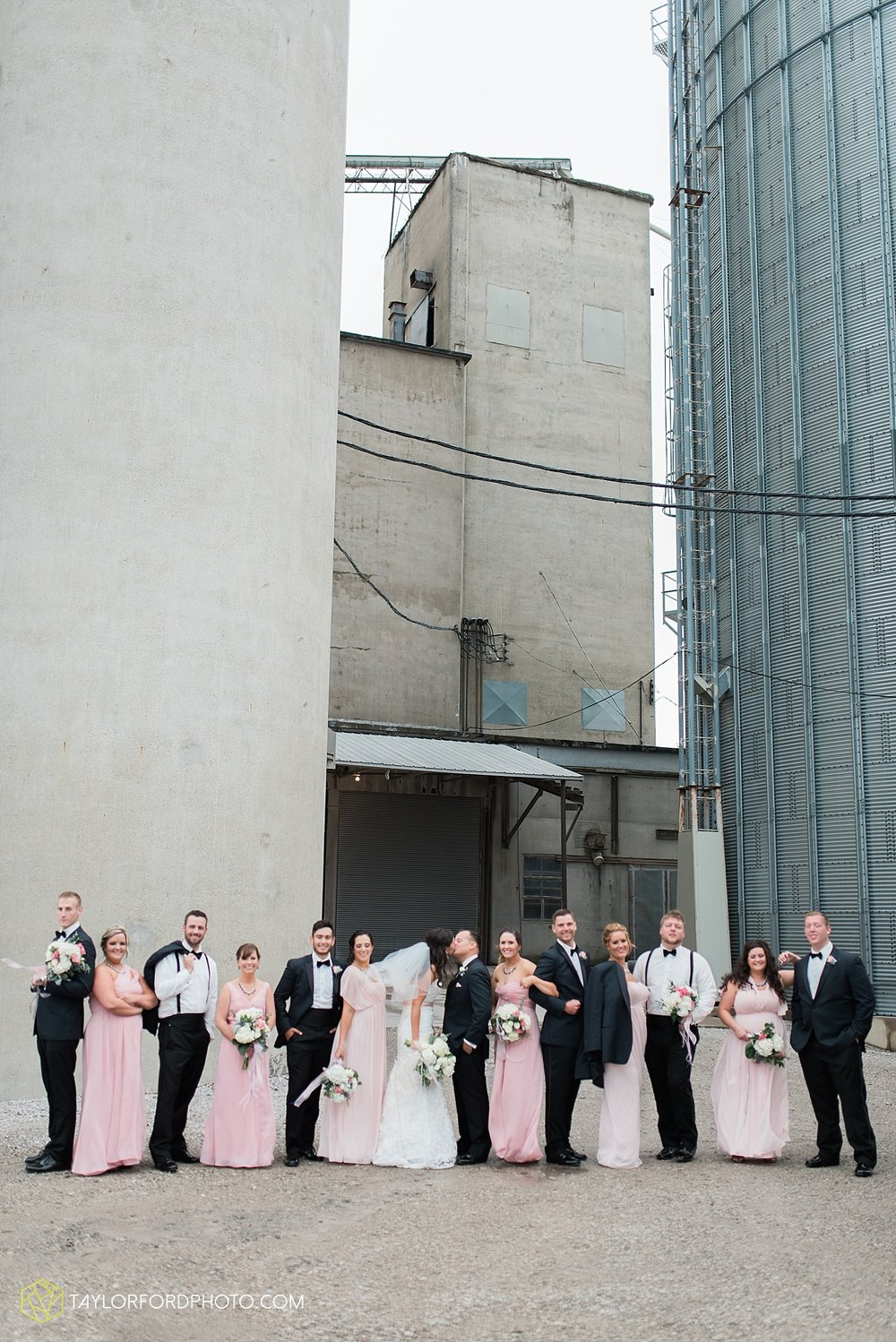 fort_wayne_indiana_wedding_photographer_taylor_ford_dupont_downs_0466.jpg