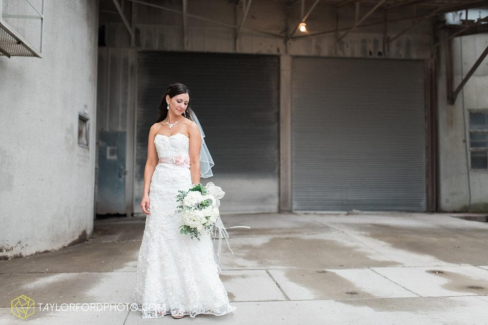 fort_wayne_indiana_wedding_photographer_taylor_ford_dupont_downs_0472.jpg