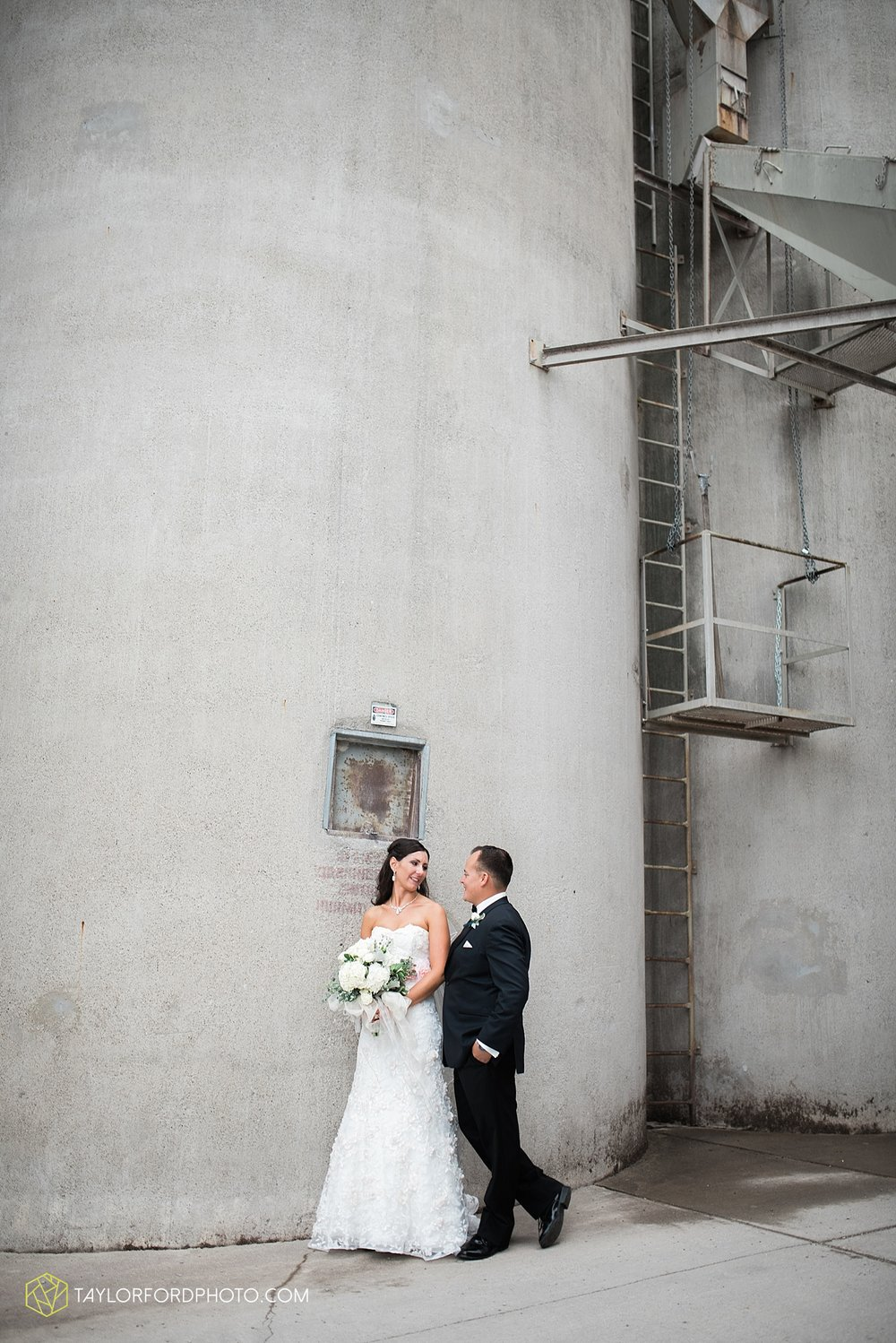 fort_wayne_indiana_wedding_photographer_taylor_ford_dupont_downs_0473.jpg