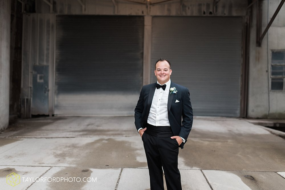 fort_wayne_indiana_wedding_photographer_taylor_ford_dupont_downs_0476.jpg
