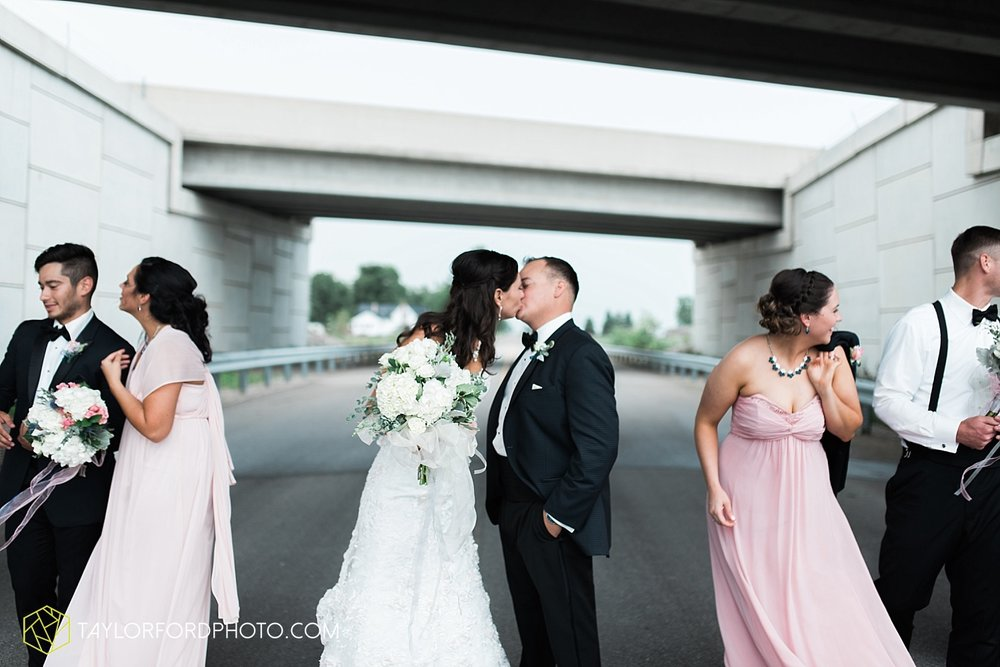 fort_wayne_indiana_wedding_photographer_taylor_ford_dupont_downs_0484.jpg
