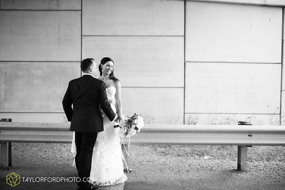 fort_wayne_indiana_wedding_photographer_taylor_ford_dupont_downs_0489.jpg