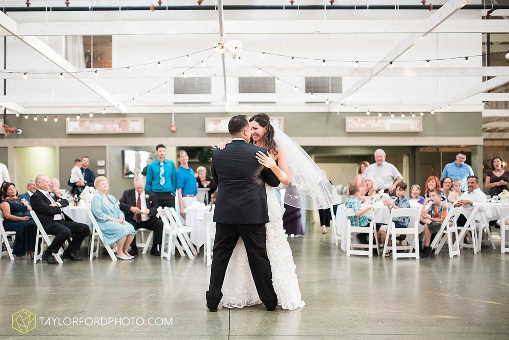 fort_wayne_indiana_wedding_photographer_taylor_ford_dupont_downs_0537.jpg