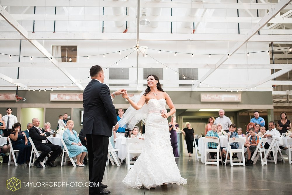 fort_wayne_indiana_wedding_photographer_taylor_ford_dupont_downs_0539.jpg