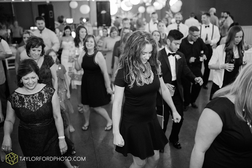 fort_wayne_indiana_wedding_photographer_taylor_ford_dupont_downs_0546.jpg