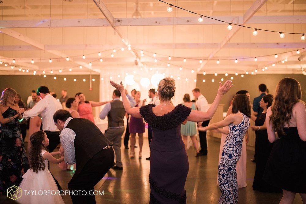 fort_wayne_indiana_wedding_photographer_taylor_ford_dupont_downs_0548.jpg