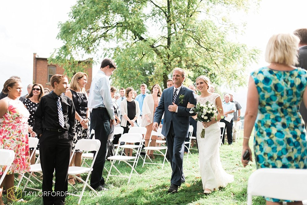 fort_wayne_indiana_van_wert_columbus_ohio_nashville_tennessee_photographer_taylor_ford_shoppes_at_old_mill_wedding_0729.jpg