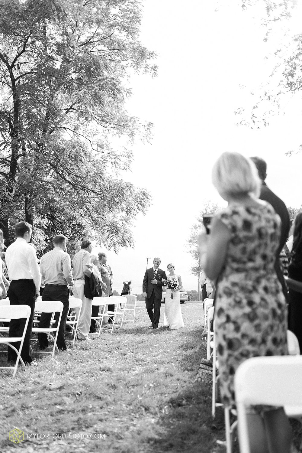 fort_wayne_indiana_van_wert_columbus_ohio_nashville_tennessee_photographer_taylor_ford_shoppes_at_old_mill_wedding_0728.jpg
